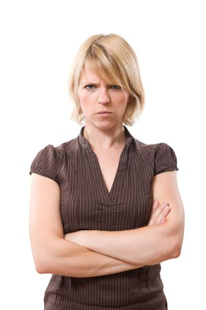 geërgerd blonde vrouw met gekruiste armen geïsoleerd op wit