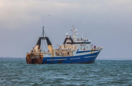 Canadese hektrawler in de IJslandse wateren Redactioneel