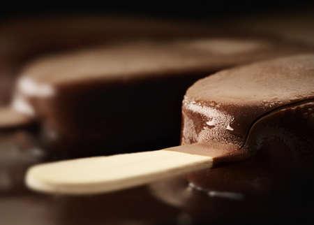 helados con palito: El deshielo Crema de Chocolate Bar Close-up