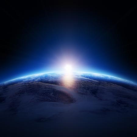 ない星で曇りの海の上の地球の日の出