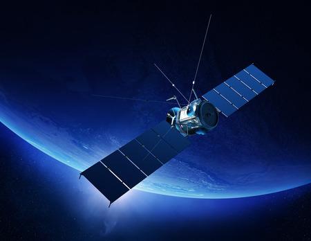 공간에서 일출과 지구 궤도 통신 위성 (3D에 대한 텍스처 맵은 NASA가 제공 렌더링)