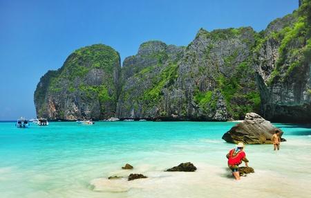 マヤ湾の-ピピ島、クラビ、タイ 写真素材