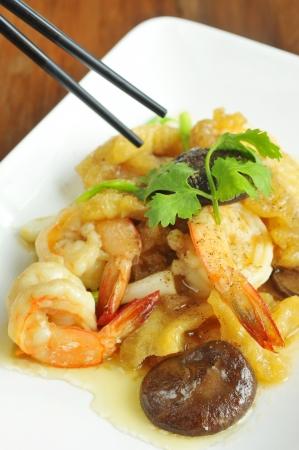 maw: Stir-Fry Fish Maw and shrimp was tasty Asian food   Stock Photo