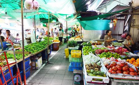 klong: Bangkok, Thailand - 2 August 2014: fruit market name Pak Klong Talad August 02, 2014 Bangkok, Thailand Editorial