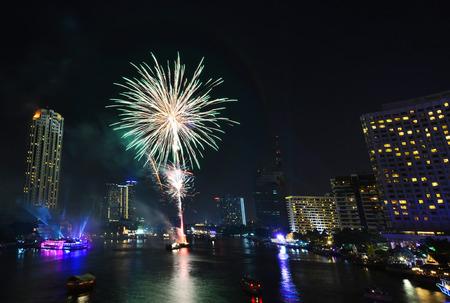 BANGKOK-JAN 01:The happy new year 2015 exploding fireworks over chaophraya river in bangkok Thailand on January 1,2015 in Bangkok
