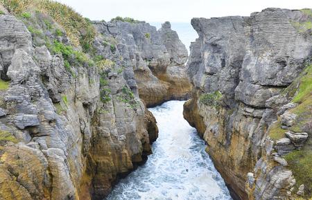 orificio nasal: Rocas Punakaki crepe en el Parque Nacional de Paparoa Foto de archivo