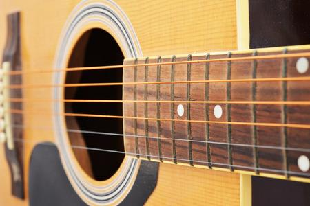 guitarra: Cierre de la foto del tiro de la guitarra acústica.