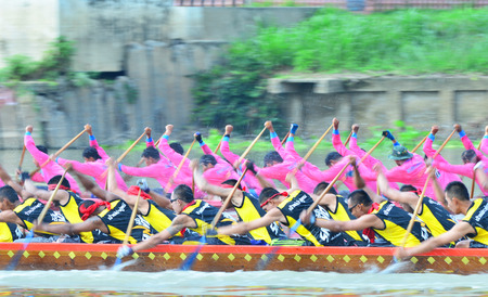 catchment: AYUTTHAYA, THAILAND - SEP 20 : Unidentified crew in traditional Thai long boats competition on September 20, 2015,Ayutthaya, Thailand.