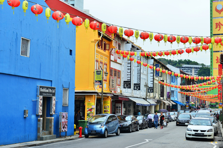 settling: SINGAPORE - NOV 17: Chinatown on November 17, 2015 in Singapore. The city states ethnic Chinese began settling in Chinatown circa 1820s.