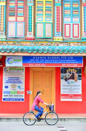 singaporean: SINGAPORE - NOV 17: Little India district on November 17, 2015 in Singapore. Little India is Singaporean neighbourhood east of the Singapore River Editorial
