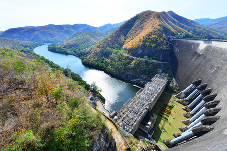 bhumibol: The power station at the Bhumibol Dam in Thailand. The dam is situated on the Ping River and has a capacity of 13,462,000,000 cubic Editorial