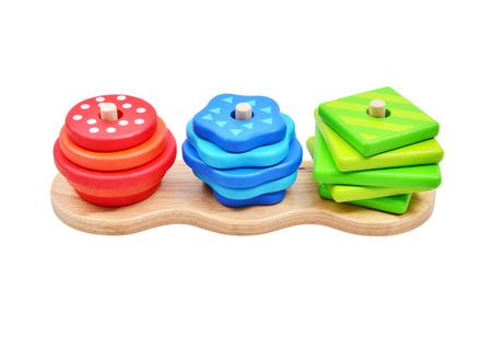 fondo para bebe: Juguete para los bebés y niños pequeños para aprender con alegría habilidades mecánicas y colores. Foto de estudio sobre fondo blanco.