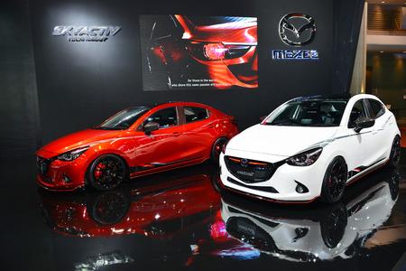 modificar: BANGKOK - 23 de junio: Mazda 2 en la exhibición en Bangkok International Auto Salon 2016 el 23 de junio, 2016 en Bangkok, Tailandia. Caso de la decoración y modificar coche.