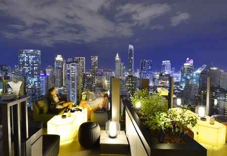 Bangkok city view point from rooftop bar, overlooking a magnificent cityscape blue sky and city light, Thailand 版權商用圖片 - 64501377