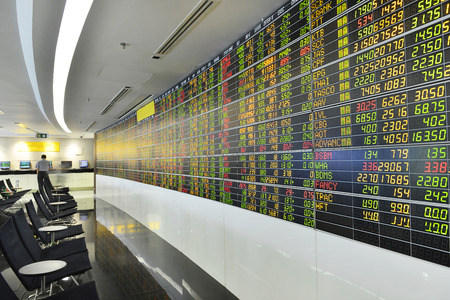 バンコク、タイ - 8 月 7 日: 2016 年 8 月 7 日、タイ証券取引所の経済条件 報道画像