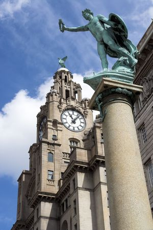 liverpool: Liver Building and Statue, Liverpool, Merseyside, England Stock Photo