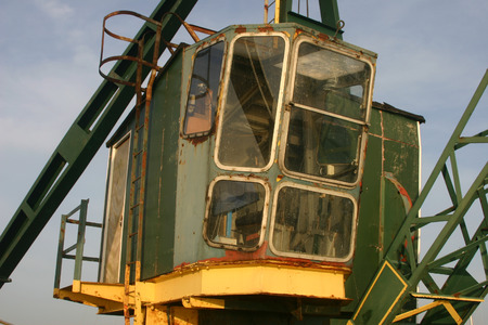 jib: Green crane from front