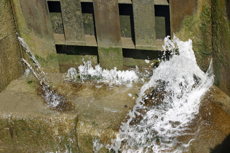 canal lock: Leaking canal lock gate