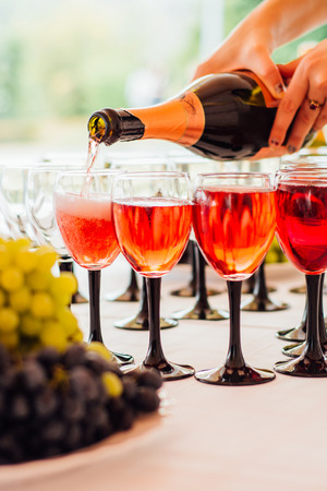pouring champagne into glasses on a celebratory table Banco de Imagens - 55847360