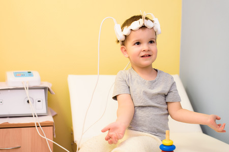 child to take magnetotherapeutic procedures in the hospital