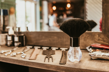hairdresser accessories are on the shelf in the salon Banque d'images - 123972265