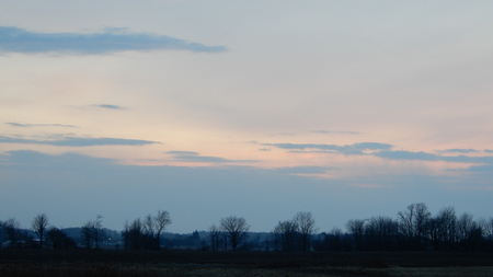 Clouds in the sky. Various shapes, sizes, and scenes. Forest, trees, treetops at sunset. Dramatic and thematic images perfect for use as a background. Standard-Bild
