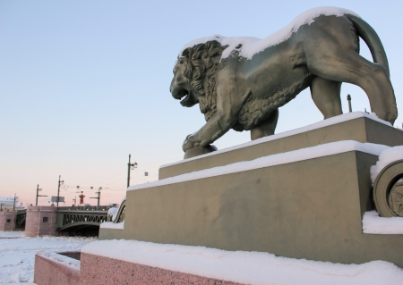 adn: Ver le�n del r�o Neva Almirantazgo adn en enero de 2014, San Petersburgo