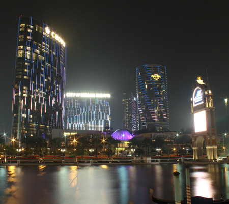 Makau, Chiny - kwiecień 2014 Widok z City of Dreams budynku kasyna w nocy