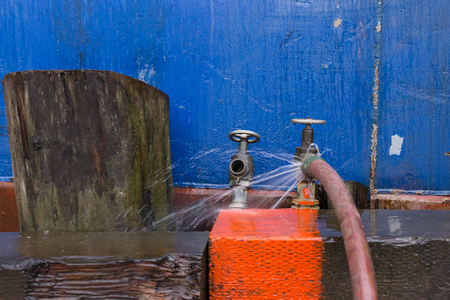 rupture: Leaking hose