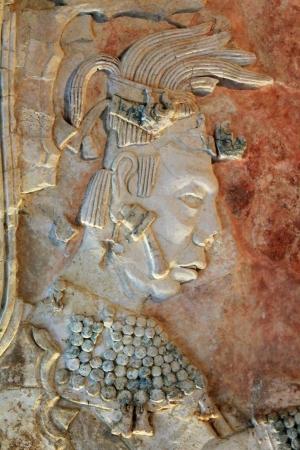 Relief en pierre sculptée de la tête d'un chef maya à Palenque, au Chiapas, Mexique Banque d'images - 18567050