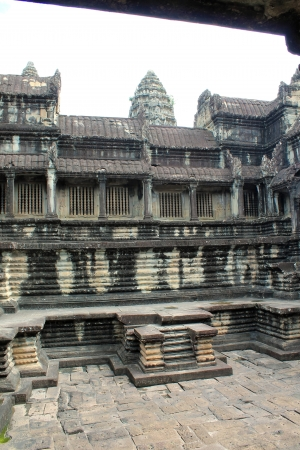 A view of the inner stone courtyard at Angkor Wat in Siem Reap, Cambodia Фото со стока