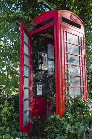 disused: Ingl�s cabina de tel�fonos en desuso