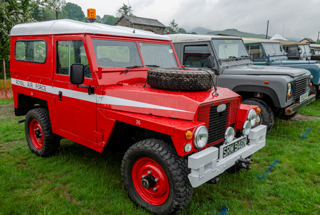 Bala Lake, UK: May 27, 2018: Despite the poor weather, The Festival of Transport saw a good turn out of classic cars, tractors, bikes, Landrovers, commercial vehicles, side stalls & traders. Imagens - 120450657