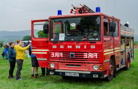 Bala Lake, UK: May 27, 2018: Despite the poor weather, The Festival of Transport saw a good turn out of classic cars, tractors, bikes, Landrovers, commercial vehicles, side stalls & traders. Imagens - 120450712