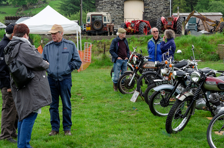 Bala Lake, UK: May 27, 2018: Despite the poor weather, The Festival of Transport saw a good turn out of classic cars, tractors, bikes, Landrovers, commercial vehicles, side stalls & traders. Imagens - 120450732