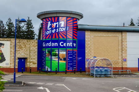 Mold, Flintshire; UK: Jan 28, 2021:  The discount retail chain B & M operate a home store and garden centre in the market town of Mold. The premises were previously occupied by Homebase. 報道画像