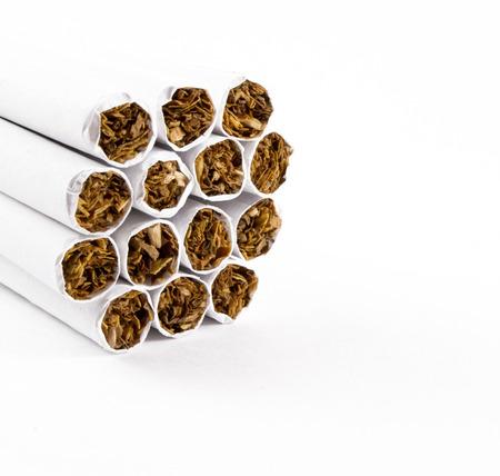 bunched: Estremit� sigaretta spenta troppo ravvicinati pronto per l'accensione Archivio Fotografico
