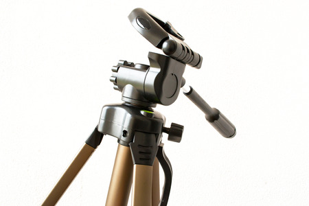 tilt: A camera tripod head with tilt on the main level