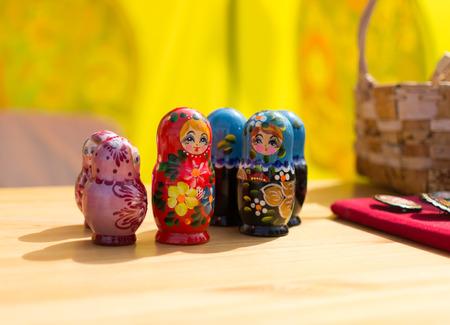 matriosca: Brightly decorated Russian puzzle dolls