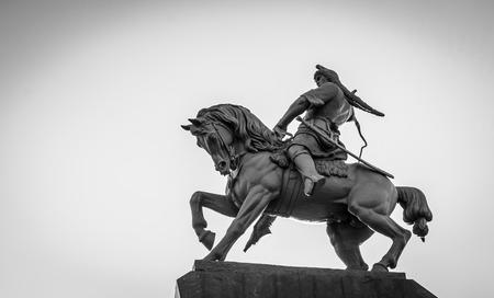 uomo a cavallo: Famosa statua brnze cavaliere di eroe popolare Salavat Yulaev Ufa Bashkortostan in Russia