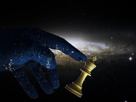 Computer concetto di intelligenza artificiale mano del check compagno contro un re pezzo degli scacchi bianco. AI tecnologia cervello di un braccio del robot sostituisce potere umano. copyspace area.