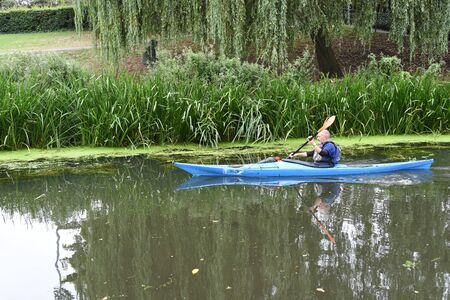 CHELMSFORD, ESSEX/ENGLAND - 18TH AUGUST 2018 - Rowers row their boats on the River Chelmer using the local waterways as part of their watersport activity in the busy city of Chelmsford Publikacyjne