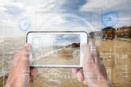 Augmented Reality device using smart technology, mixing virtual and augmentation reality through the application of artificial intelligence and computer AI tech assistance for holiday beach navigation and information Zdjęcie Seryjne