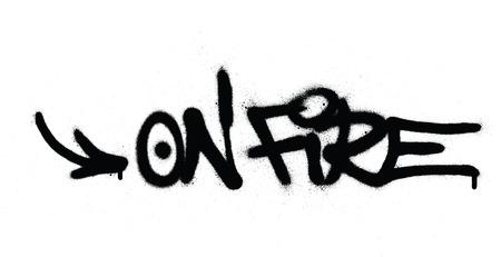 Graffiti on Fire Text in Schwarz auf Weiß gesprüht