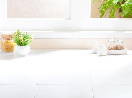 contadores: El espacio vac�o de la cocina que se puede tocar las im�genes utensilios de cocina o de sus ideas en lo Foto de archivo