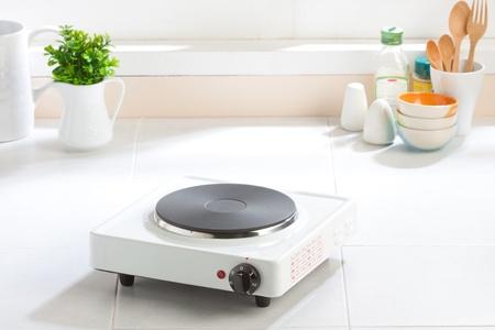 Электрическая печь в атмосфере кухни
