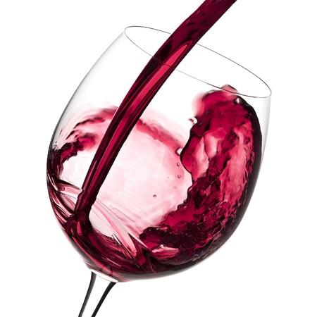 Бокал для вина и красное вино искусство напитков, изолированных на белом
