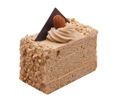 trozo de pastel: pastel de caf� decorado con almendras y crema batida en la parte superior