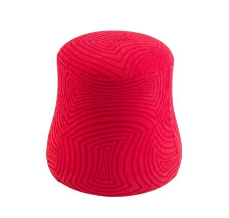 cilindro: Taburete tela roja con un dise�o moderno aislado