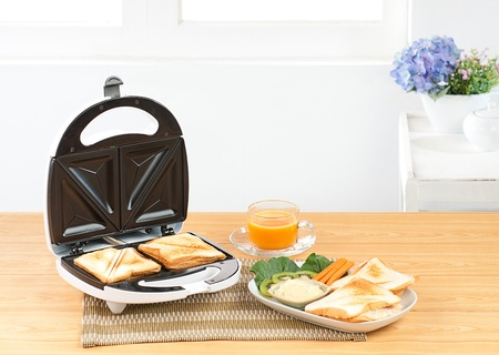 Sandwich bread maker a neccessary kitchen tool  photo